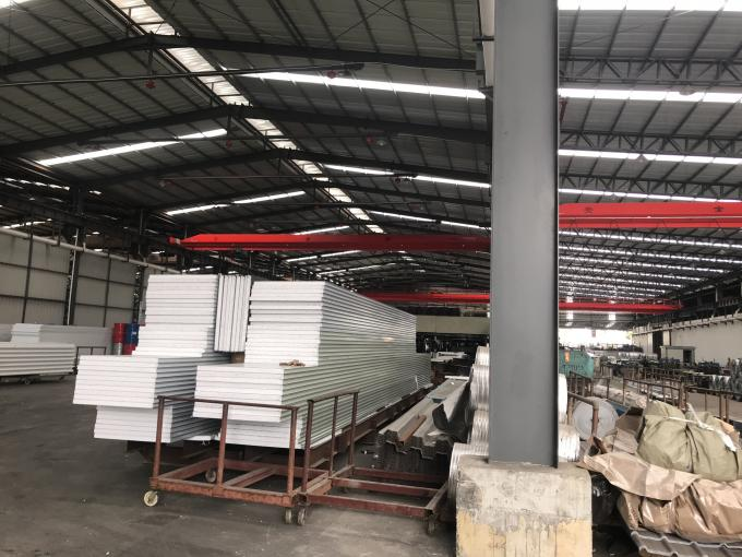 C Section Purlin Building Steel Frame With Heat Insulation Sandwich Panel And Roofing