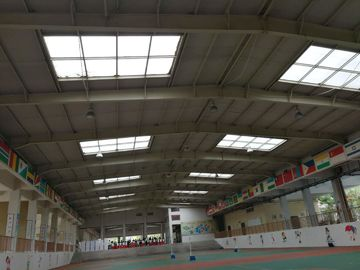 China ASTM Material Sport Center Or Garage Steel Frame With White Colour supplier