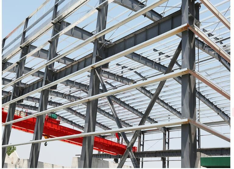 Hot - Dipped Galvanized Steel Frame For Garage With Colored Steel Roof /  Wall